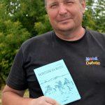 Алексей Иванович Ракушин со своей книгой «Монголы на Волге»